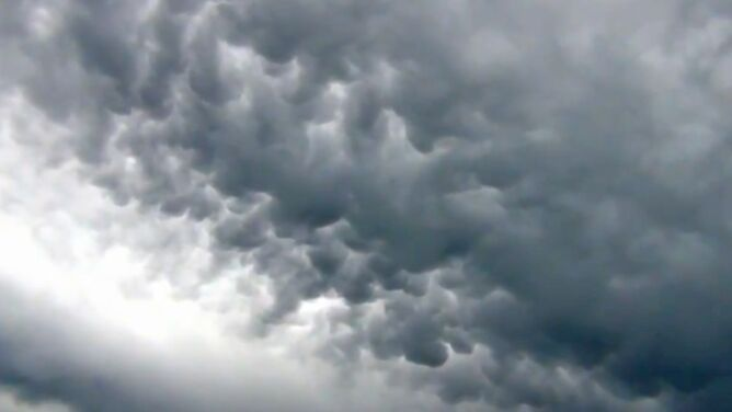 Nad Belgią zawisły chmury jak wymiona