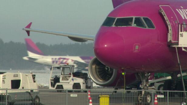 Wizz Air zostaje na Okęciu do października TVN24