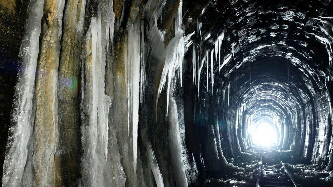 Ta mroczna kraina lodu znajduje się w Polsce. Wiecie gdzie?