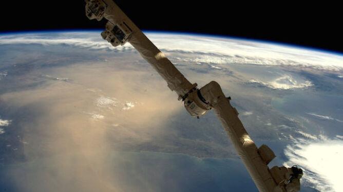 Piach z Sahary przykrył niebo nad Hiszpanią. Niedawno trafił nad Polskę